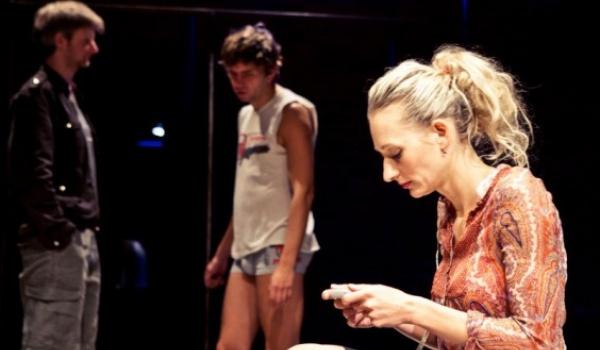 Going. | Taśma - Teatr WARSawy