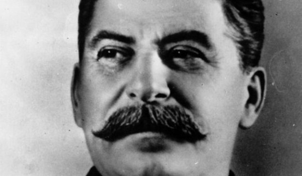 Going. | Rzeź. Diabelski Plan Stalina - Teatr Żydowski