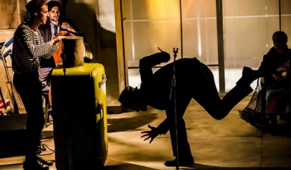Going. | Fortepian pijany - Teatr Narodowy - Scena Studio
