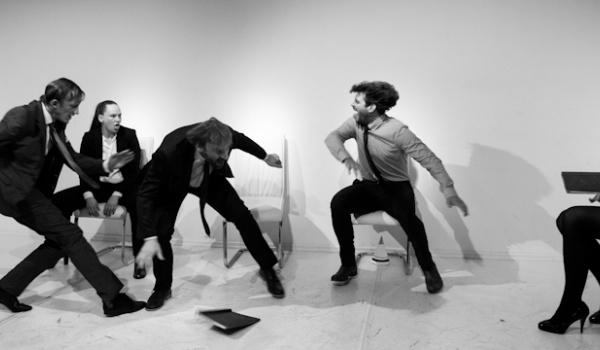 Going. | Postrzał - sztuka na wynos - Scena Pokój