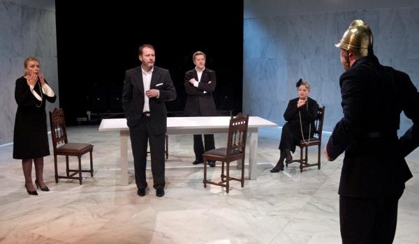 Going. | Łysa Śpiewaczka - Teatr Narodowy - Scena przy Wierzbowej im. Jerzego Grzegorzewskiego