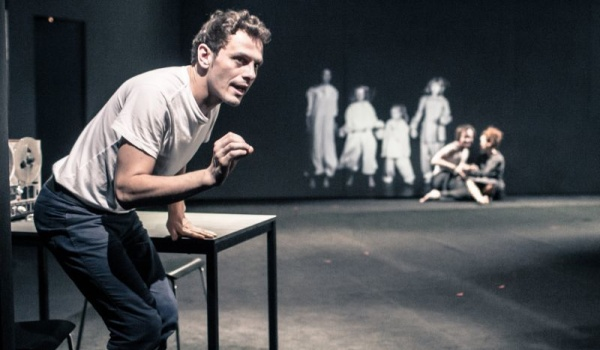 Going.   Obwód Głowy - Teatr Nowy im. Tadeusza Łomnickiego w Poznaniu