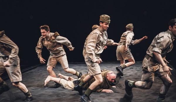 Going. | Niedźwiedź Wojtek - Teatr Dramatyczny m. st. Warszawy - Scena na Woli im. Tadeusza Łomnickiego