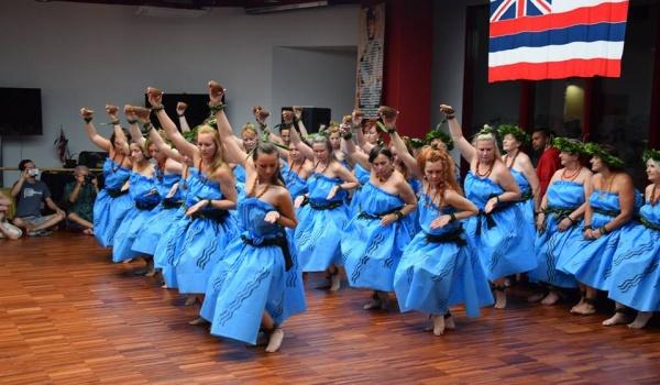 Going. | Warsztat Etnicznego Tańca Hula Kumu Kuwalu - Muzeum Azji i Pacyfiku