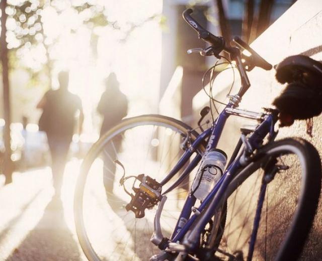 Going. | Rowerem w miasto