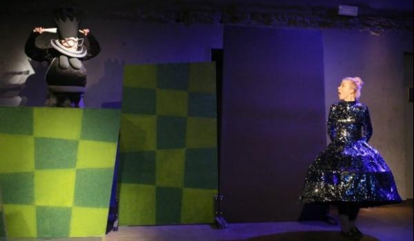 Going. | Alicja Po Drugiej Stronie Lustra - Teatr Polonia