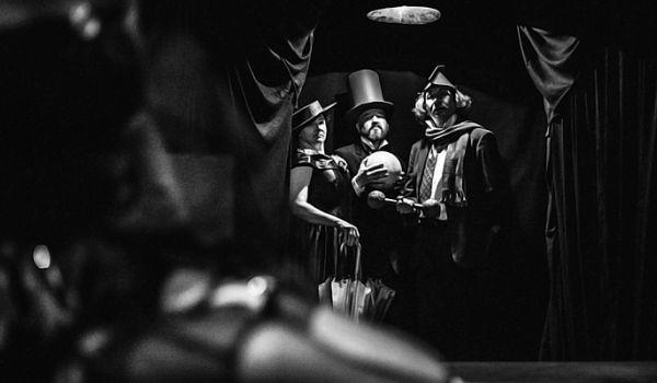 Going. | Głupia mąka wariatów - Teatr Zależny Politechniki Krakowskiej