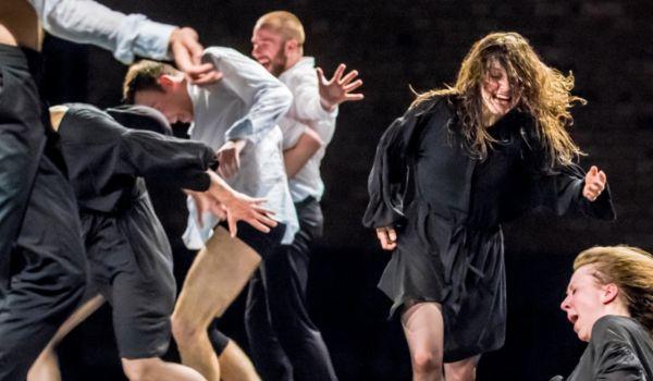 Going. | Bataille i świt nowych dni - choreografia fizyczno-filozoficzna - Nowy Teatr