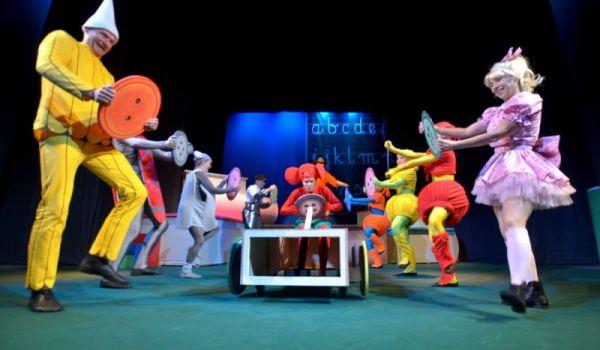 Going.   Plastusiowy pamiętnik - Teatr Nowy w Zabrzu