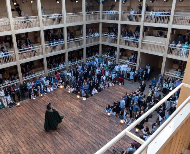 Going. | Gdański Teatr Szekspirowski