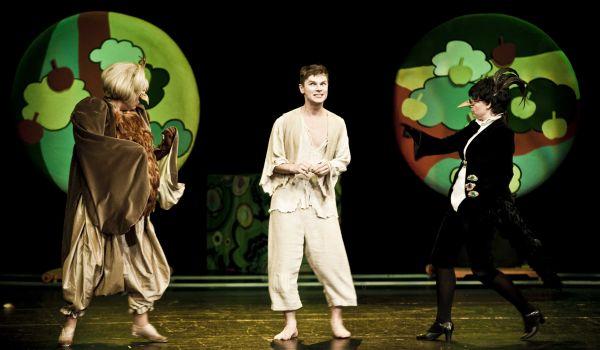 Going. | Kot w butach - Teatr Syrena