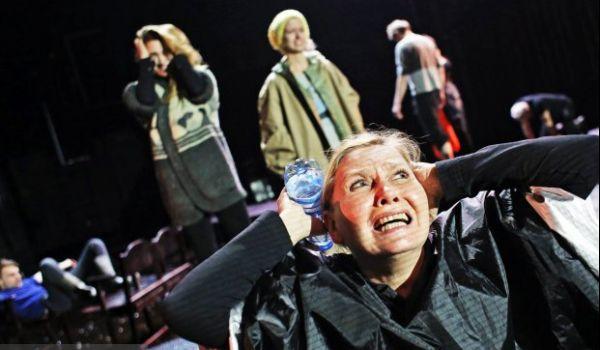 Going. | Podopieczni - Narodowy Stary Teatr - Scena Kameralna