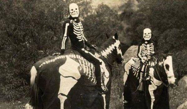 Going. | Halloweenowy wieczór krótkich gier – z akompaniamentem! - Klub Komediowy