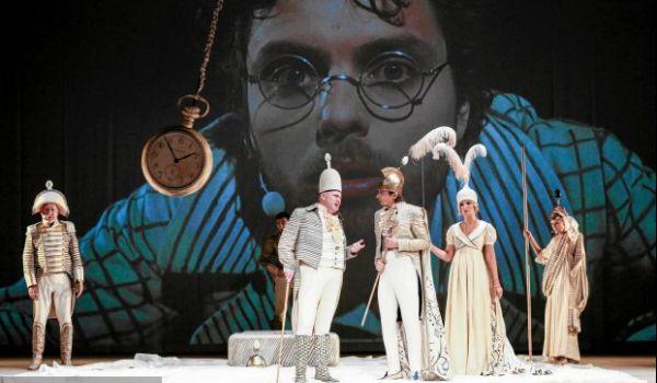 Going. | Podróże Guliwera - Teatr Polski - Duża Scena