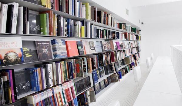 Going. | Dyskusyjny Klub Książki Księgarni Artystycznej - Zachęta