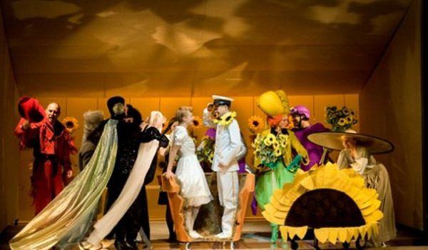 Going. | Calineczka - Teatr Guliwer