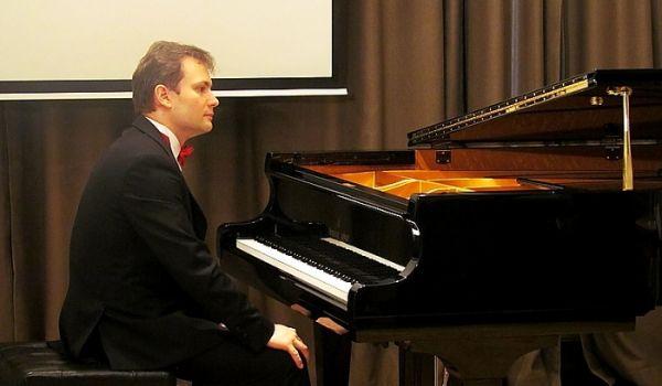 Going. | Time For Chopin: Piotr Latoszyński
