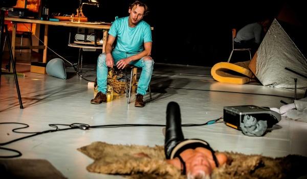 Going. | Jaskinia - Teatr Studio