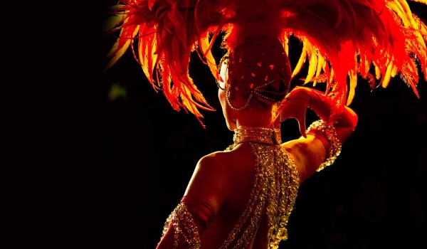 Going.   Bal Sylwestrowy 2016/2017 w klimacie Moulin Rouge - Scenografia