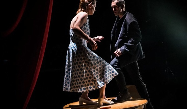 Going. | Nauka chodzenia - Wrocławski Teatr Współczesny