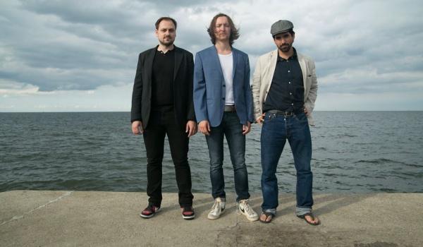 Going. | Quantum Trio / winter tour - Bahnhof
