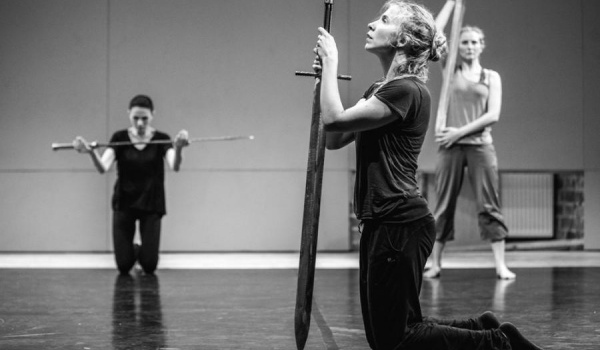 Going. | Hamlet - komentarz - Teatr Pieśń Kozła