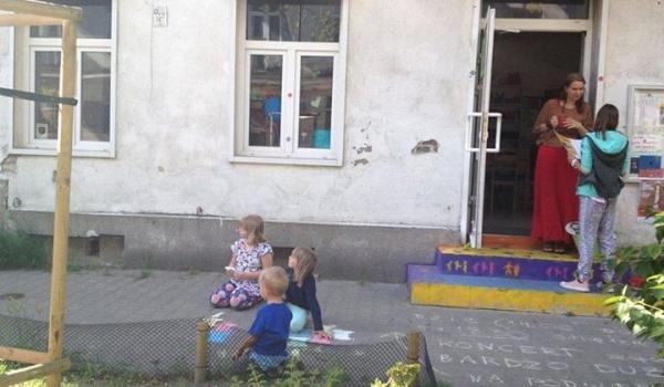 Going. | Otwarta Ząbkowska - Podwórkowe lato ze sztuką - podwórko przy ul. Łochowskiej, Ząbkowskiej, Targowej
