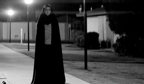 Going. | Stranger Films: O Dziewczynie, Która Wraca Nocą Sama Do Domu