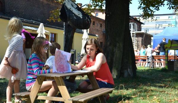 Going. | Wakacyjne zabawy plenerowe: Biblioteka pod chmurką - Chorzowskie Centrum Kultury - Starochorzowski Dom Kultury