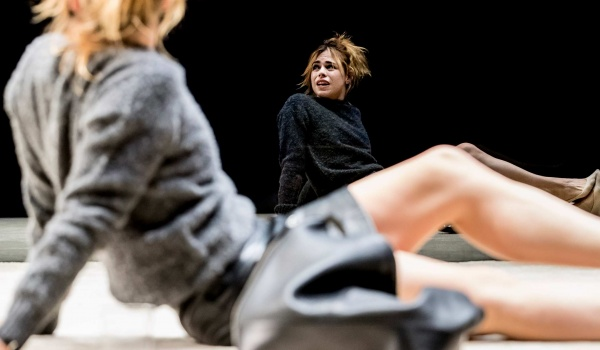 Going. | National Theatre Live: Yerma - Nowe Kino Pałacowe