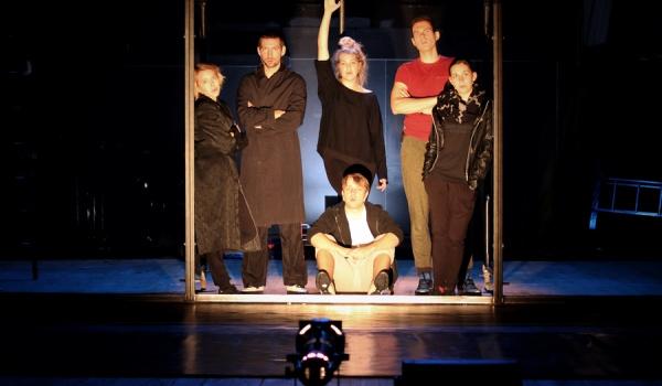 Going. | Kochanie, zabiłam nasze koty - Teatr PWST - Scena 210