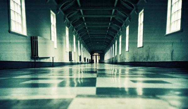 Going. | Halloween Party- Psychiatric Hospital - Bonobo Księgarnia Kawiarnia Podróżnicza