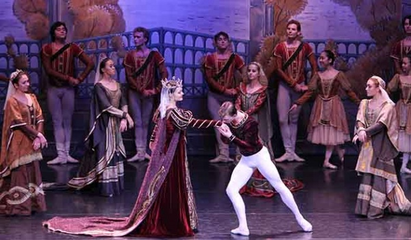Going. | Moscow City Ballet - Jezioro Łabędzie
