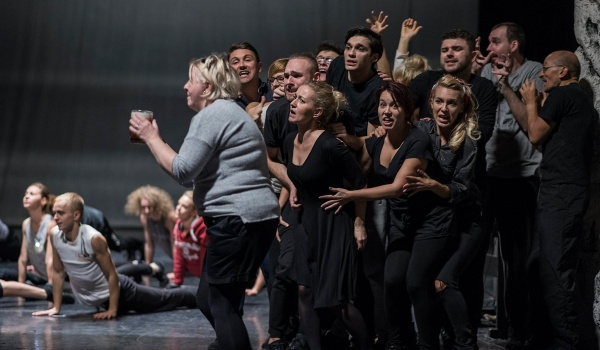 Going. | Jak odnieść sukces w biznesie, zanadto się nie wysilając - Teatr Rozrywki w Chorzowie - Duża Scena
