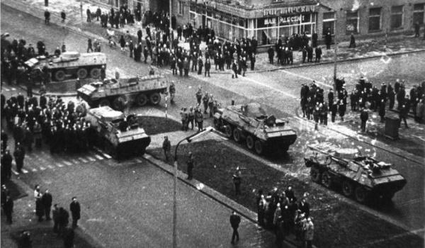 Going. | Posłuchaj Gdyni – spacer śladami wydarzeń Grudnia '70 (dorośli) - Muzeum Miasta Gdyni
