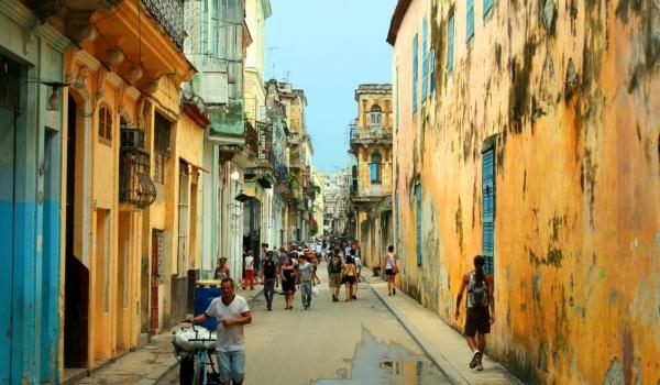 Going. | Kuba – Wyspa Spotkań – Ludzie i Bogowie - Klubokawiarnia Meskalina