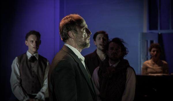 Going. | Z biegiem lat, z biegiem dni w Teatrze Słowackiego z All In UJ - Teatr im. Juliusza Słowackiego w Krakowie - Duża Scena