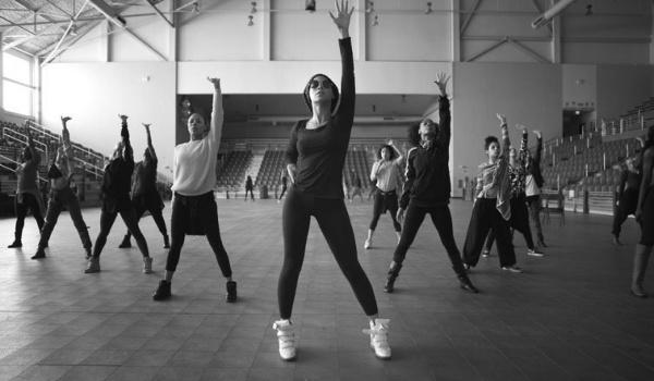 Going. | Dancing z zespołem na żywo