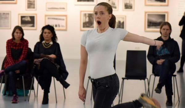 Going. | Agnieszka Kryst. Komponowanie ciała w czasie rzeczywistym - Galeria Miejska BWA w Bydgoszczy