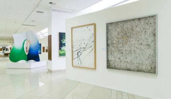 """Going.   Leszek Knaflewski, Rain – Carnation, 2001. Cykl """"Dekoder"""". - Muzeum Narodowe w Poznaniu, The National Museum in Poznań"""