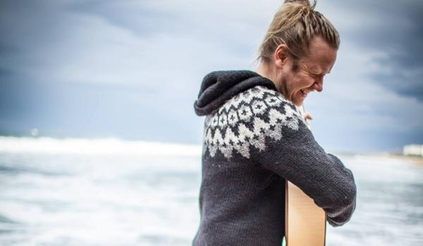 Going. | Ragnar Ólafsson