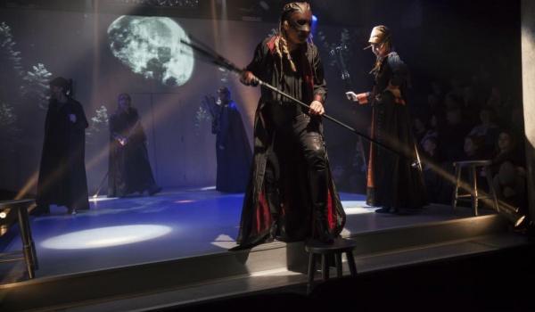 Going. | Wiedźmy - Krakowski Teatr Scena STU