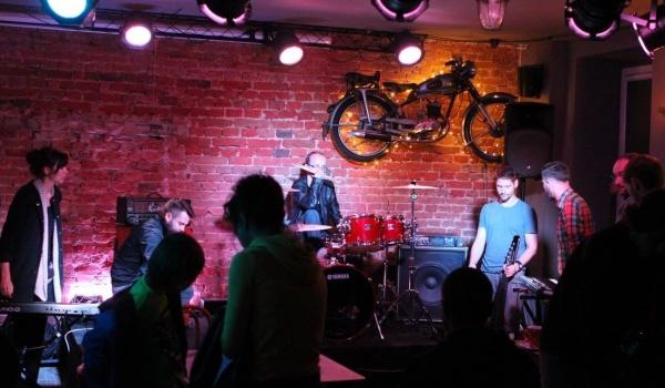 Going. | Klubowe granie - Tiosek & Szucher
