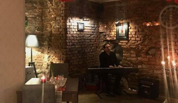 Going.   Dzień Kobiet z pianistą Markiem Manowskim - Szarlotta Bistro