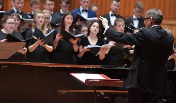Going. | W Niedzielę Palmową - Filharmonia Pomorska im. I. J. Paderewskiego w Bydgoszczy