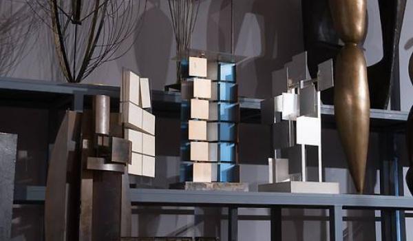 Going. | Zwiedzanie Magazynów Studyjnych - zbiory rzeźby XX i XXI wieku - Królikarnia