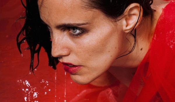 Going. | Anna Calvi - Niebo