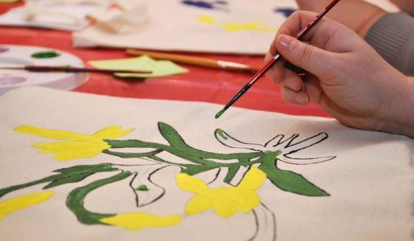 Going. | Rodzinne warsztaty malowania toreb - Muzeum Podlaskie w Białymstoku