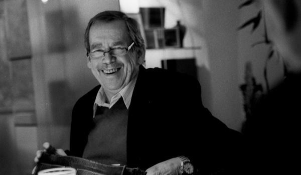 Going.   Václav Havel na wyciągnięcie ręki – wystawa fotografii Oldřicha Škáchy - Nowohuckie Centrum Kultury