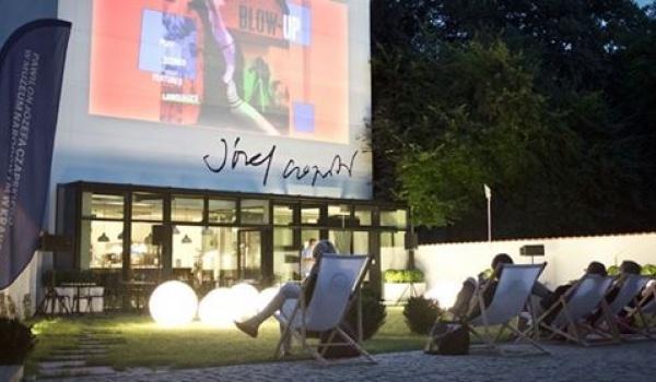 Going. | Kino letnie w MNK - Pawilon Józefa Czapskiego